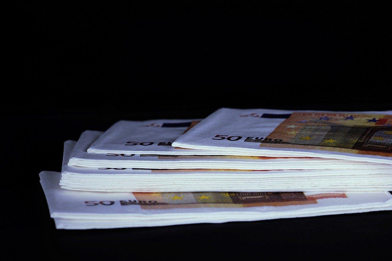 liasse de billets de 50 euros